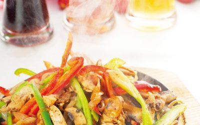 Salteado de verduras y pollo Cajún